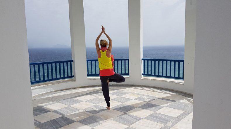 Yoga 60 Meter über dem Meer