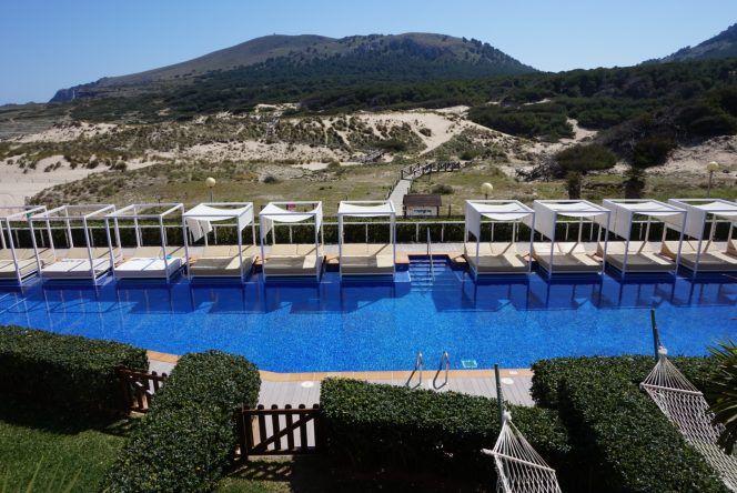 Blick auf den Adults-only Pool und das Naturschutzgebiet