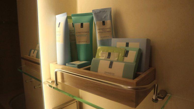 Auch die Produkte im Badezimmer lassen keine Wünsche übrig: Von der Bodylotion, über Conditioner, Haarshampoo, Duschgel, Wattestäbchen, eine Nagelfeile und Abschminkpads wurde hier wirklich an alles gedacht.