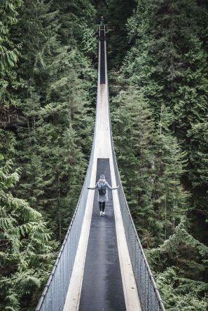 Wer früh unter der Woche kommt, hat die Suspension Bridge fast für sich allein