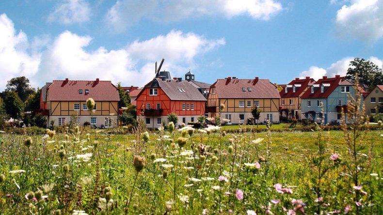 Dorfhotel Fleesensee: Die einzelnen Häuser sind im Dorf verteilt
