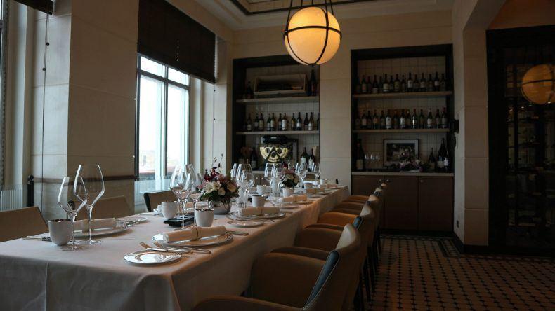 Das Restaurant Grand Rèserve bietet Platz für insgesamt 12 Personen