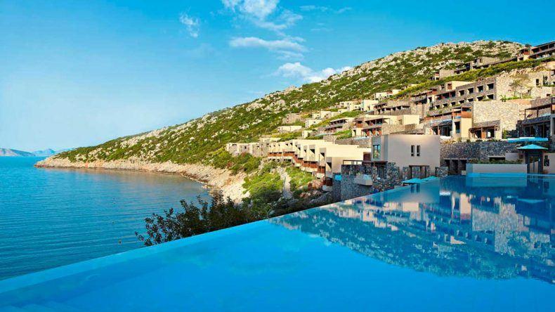 Infinity Pool im Daios Cove Luxury Resort & Villas