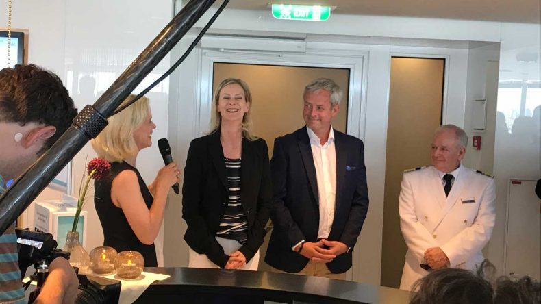 Taufpatin Iveta Apkalna mit TUI Cruises CEO Wybcke Meier und Kapitän Kjell Holm
