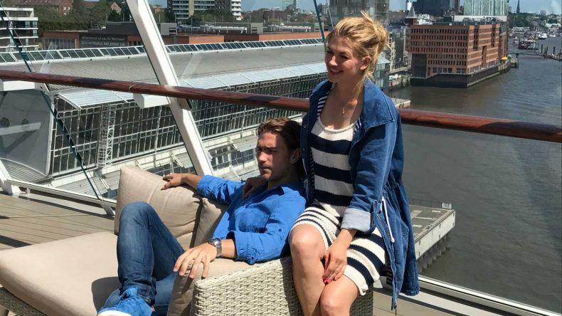 Moderatorin Nina Bott bei der Taufe der Mein Schiff 6