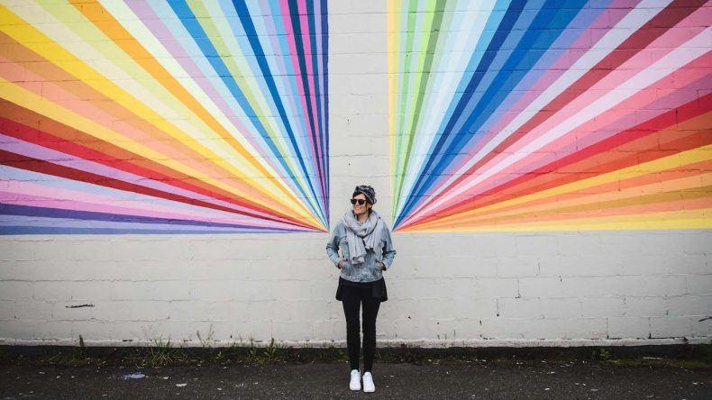 """Eines der bekanntesten Murals in Vancouver: der """"Rainbow"""" der Ian Tan Gallery"""