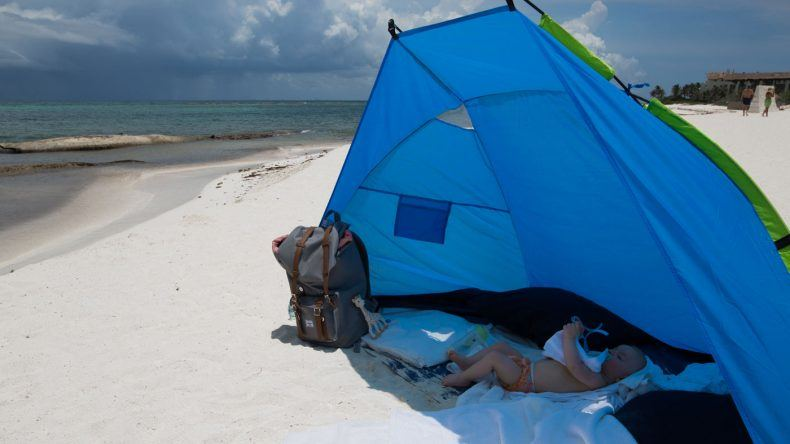 In der Strandmuschel am Strand von Mexiko