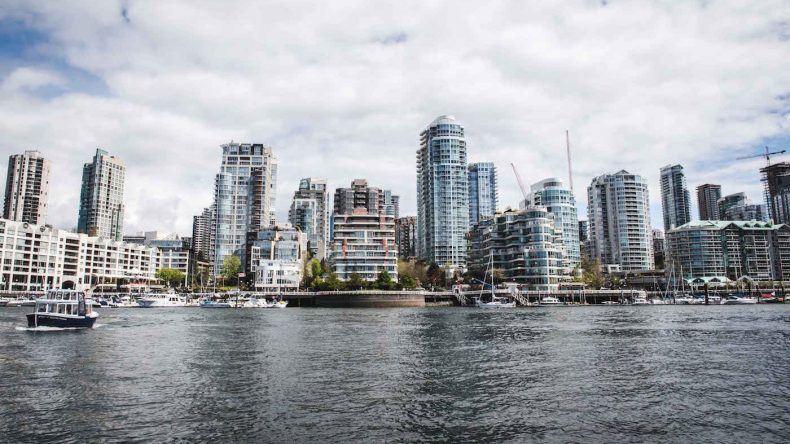 Vancouvers Skyline vom Wasser aus