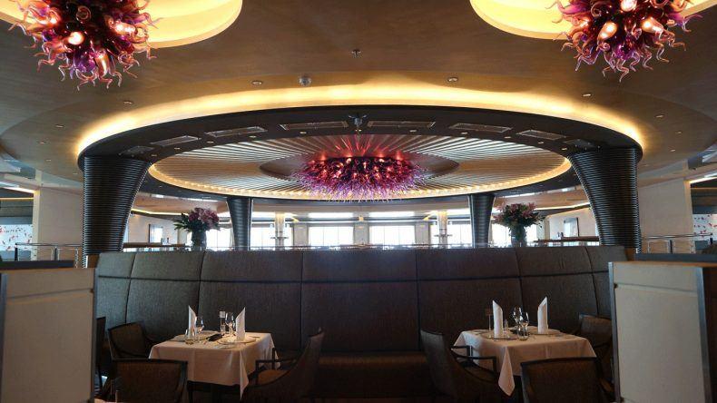 Das Restaurant Weltmeere bietet viel Platz und ein ausgefallenes Interior