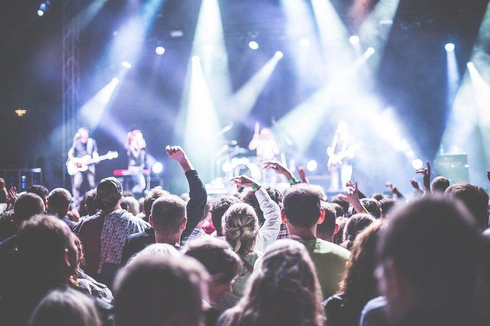 Die Besten CoverBands Europas gibt es beim Cover Festival in Davos. Gecovert werden u.a. Tina Turner, Elton John, Black Eyed Peas, U2 und die Beatles