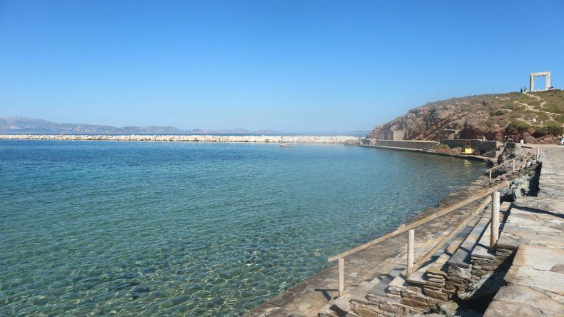In Naxos: Das azurblaue, kristallklare Wasser findet sich hier überall auf den Kykladen