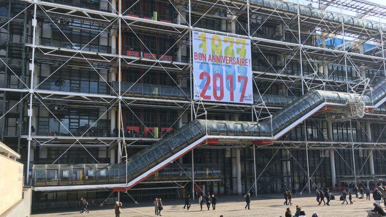 Die Rolltreppe des Kulturzentrums Centre Georges Pompidou