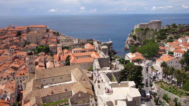 Hier könnt ihr die Stadtmauer von Dubrovnik sehen