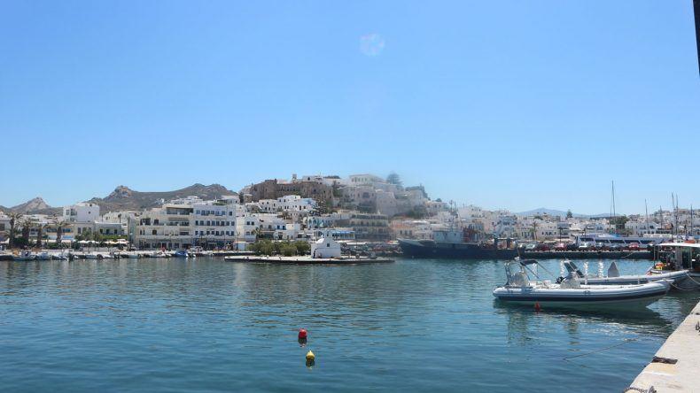 Blick auf Naxos vom Hafen aus