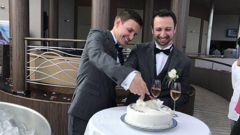 Torte anschneiden
