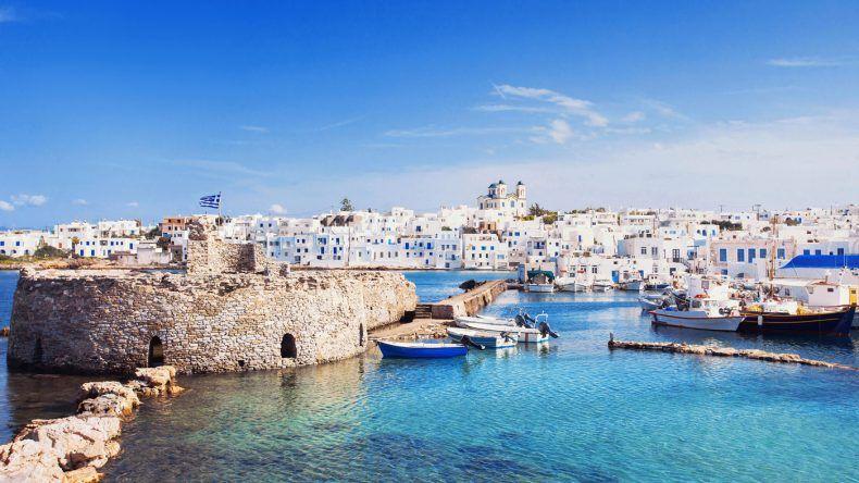 Naousa Village auf Paros (Shutterstock: Kite_rin)