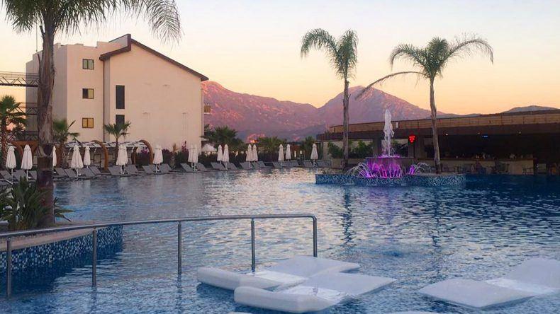 Einmal abkühlen bitte: Die Poolbar des TUI SENSATORI Resort Fethiye