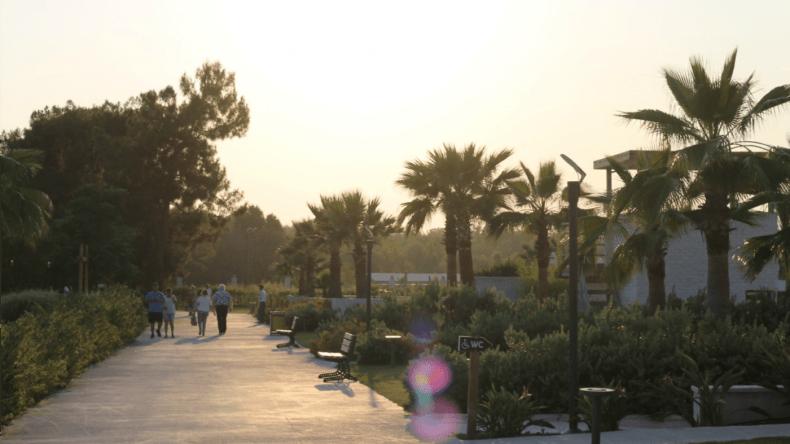 Die Promenade am Hotel, die wir jeden Abend entlangspazierten