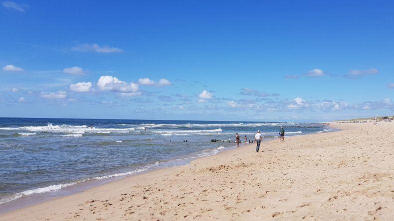 Der wunderschöne Strand befindet sich in direkter Nähe zum DORFHOTEL Sylt