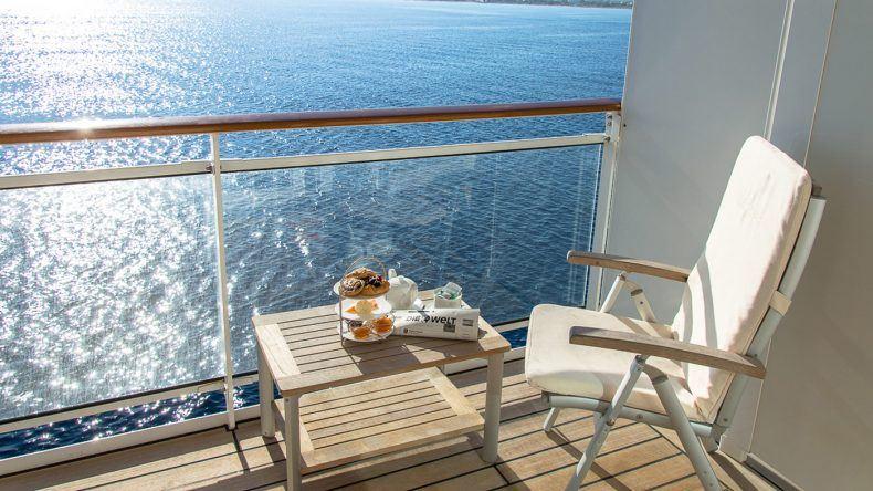 Frühstück auf der Veranda der MS EUROPA 2
