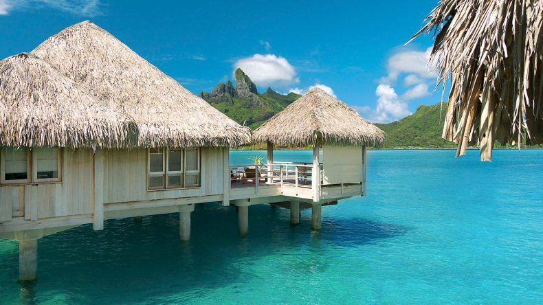 Wasserbungalows im St. Regis Bora Bora Resort
