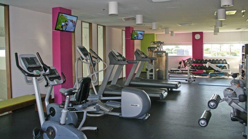 Im Fitnessstudio könnt ihr euch auspowern.