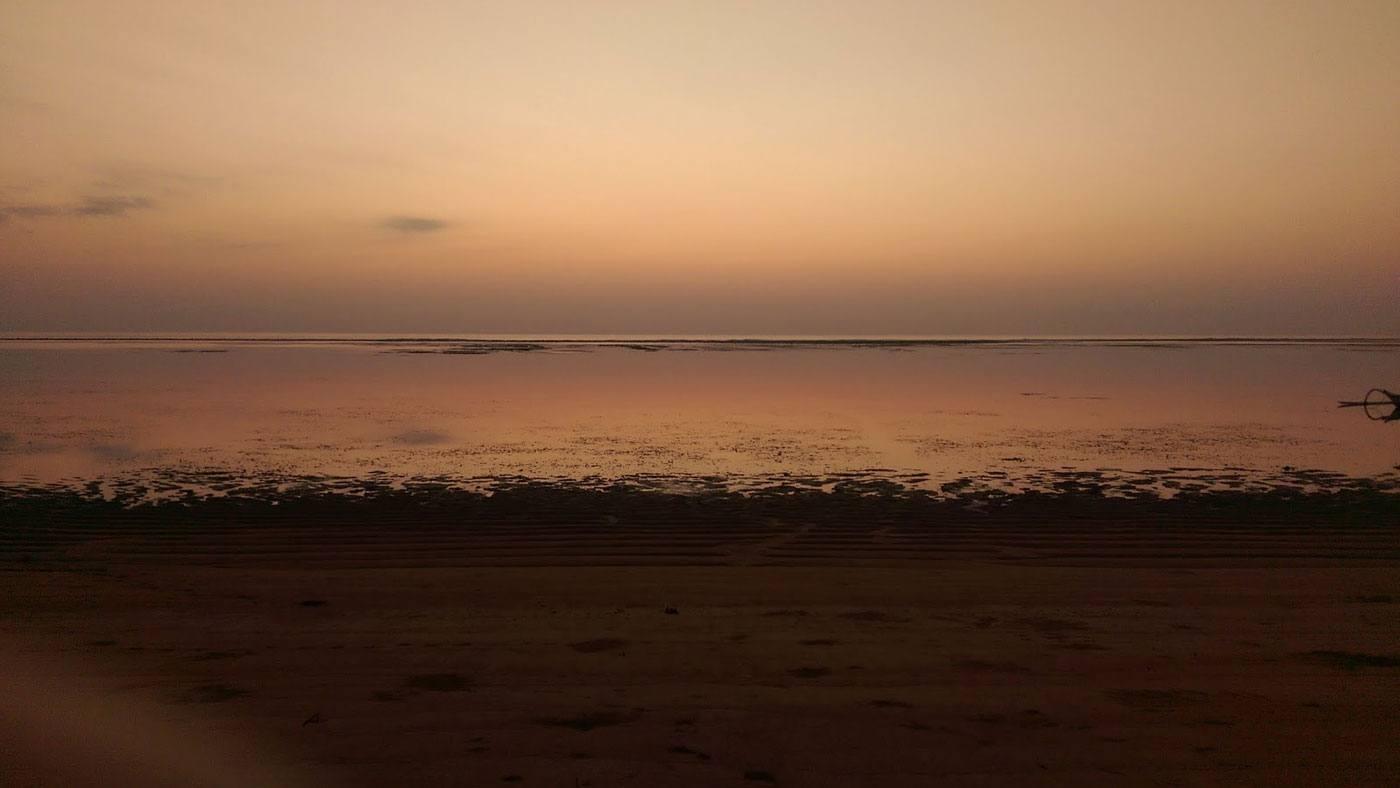 Sonnenuntergang am Strand von Bali