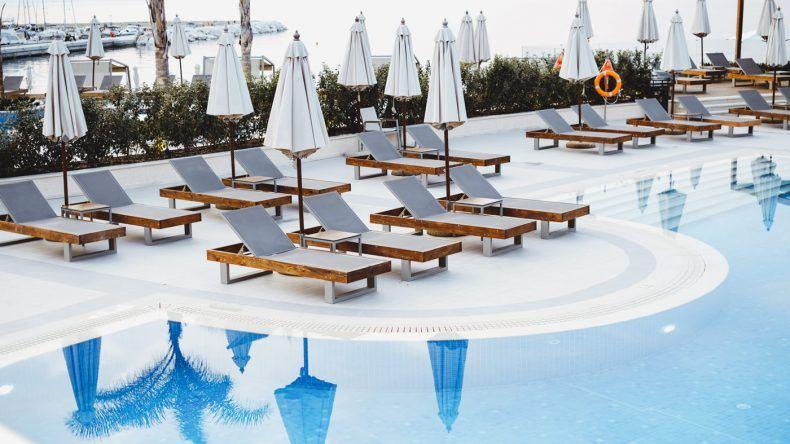 Die schöne Poolanlage des Miraggio Thermal Spa Resorts