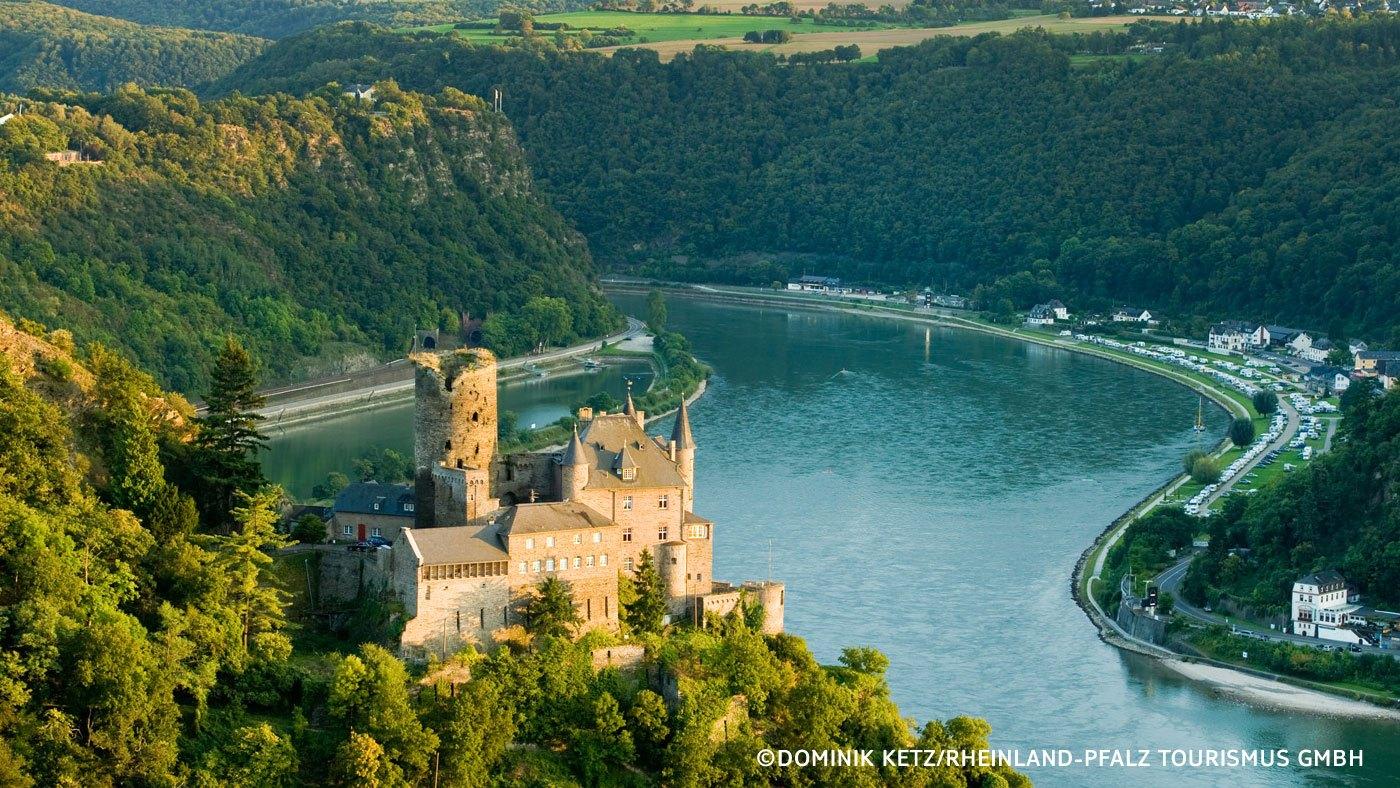 Schriffsreise an der Rheinburg