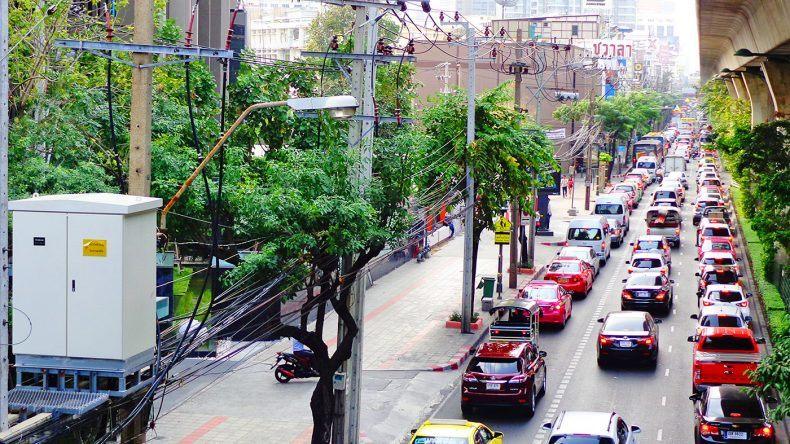 Skywalk über der Sukhumvit Road