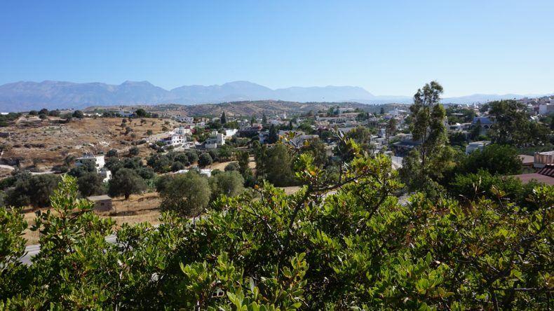 Ausblick über das Dorf Pitsidia.