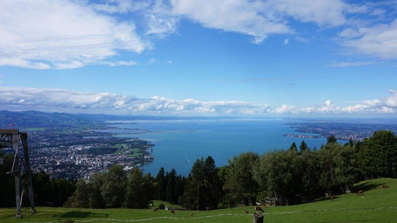 Der Ausblick vom Hausberg Pfänder in Bregenz am Bodensee.