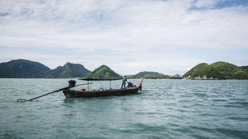 Die beeindruckende Küstenlandschaft auf einer Bootstour erleben.