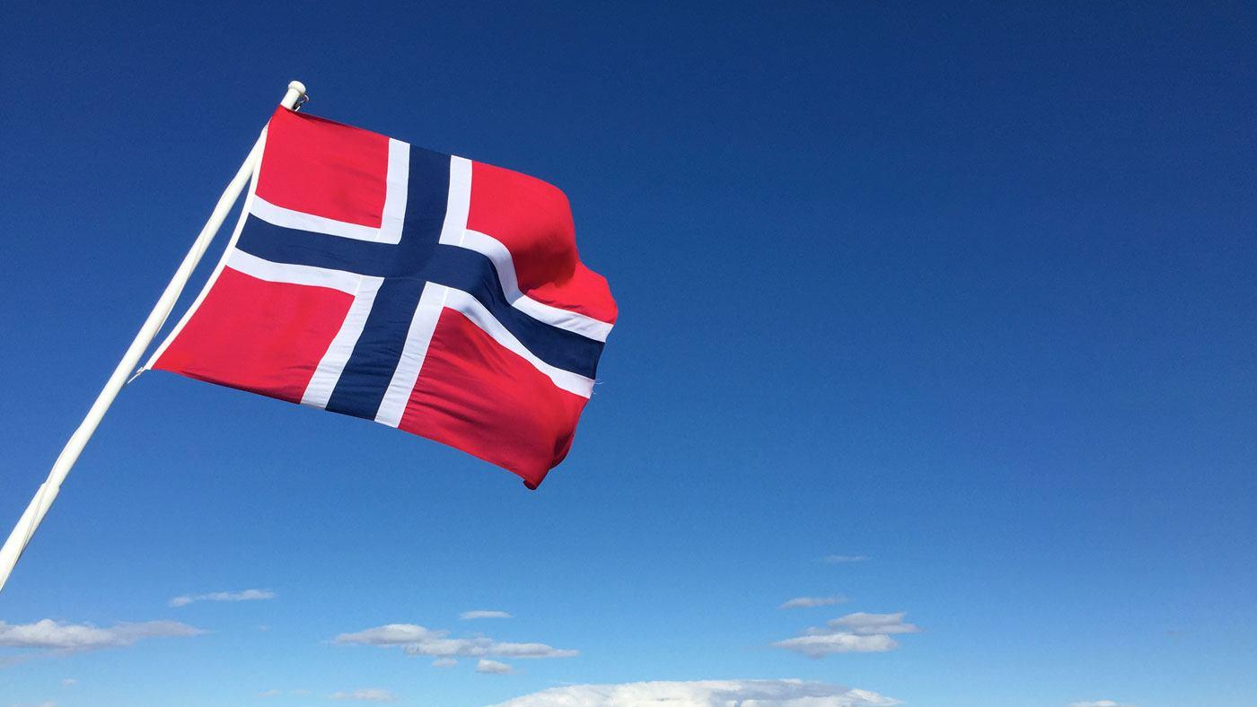 Norwegische Fahne auf der Fähre nach Bodo