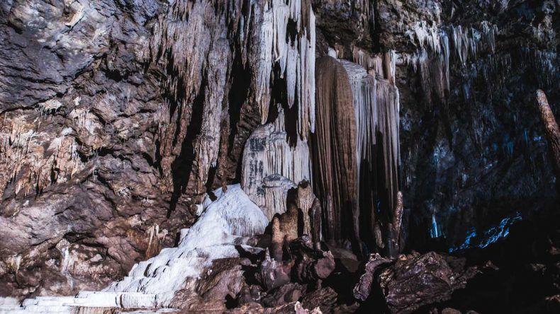 """Gigantisch trotz der schwülen Luft: die Höhle """"Khao Wang Thong""""."""