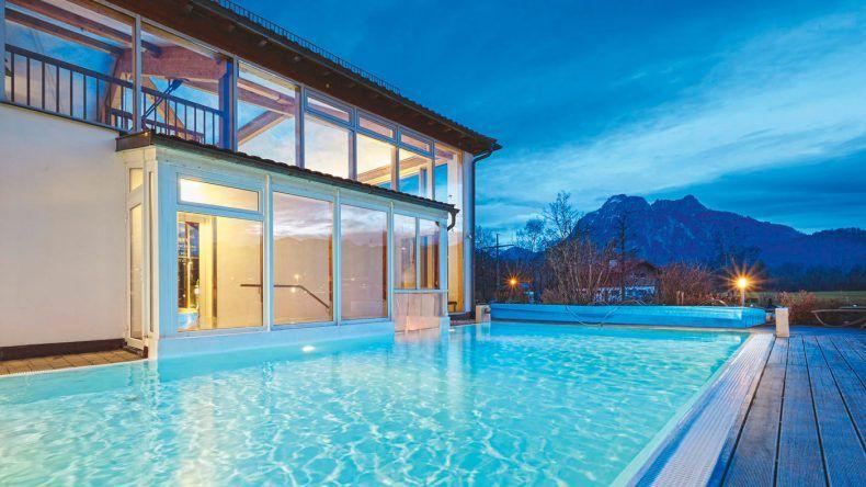 Im beheizten Pool könnt ihr die Aussicht genießen