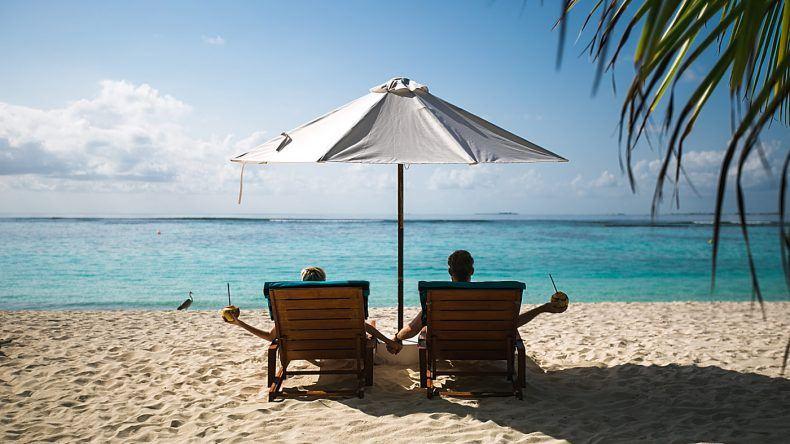 Kokosnuss Schlürfen auf den Malediven. Was gibt es besseres?