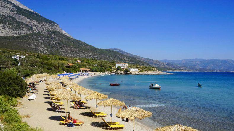 Schön sandig: Der Limniónas Samos Strand