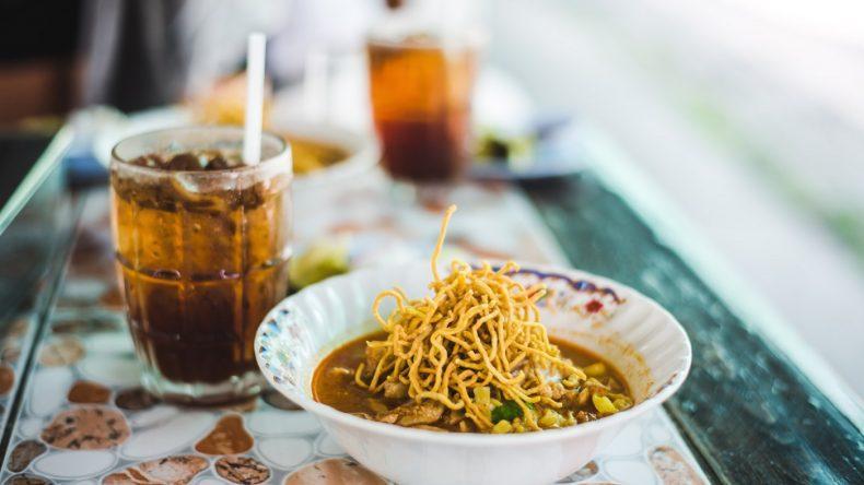 Khao Soi, eine Kokos-Curry-Suppe, gilt als Spezialität im Norden von Thailand.