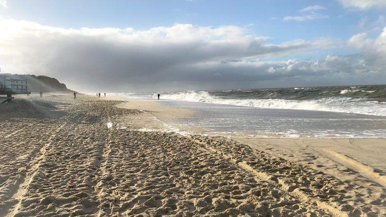 Der Strand von Kampen mit sehr feinen und weißen Sand.