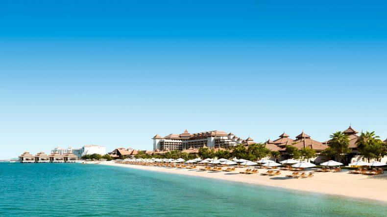 Einer der schönsten Dubai Strände befindet sich auf der Palme: Der Hotelstrand vom Anantara Dubai The Palm Resort and Spa