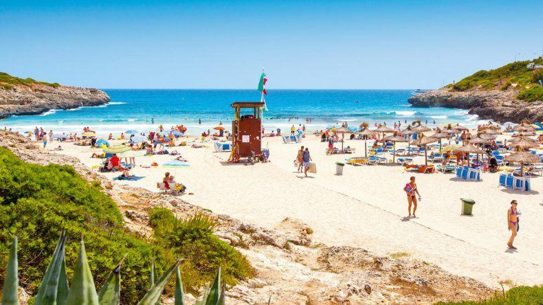 Die schöne Strandbucht des best FAMILY Cala Mandia