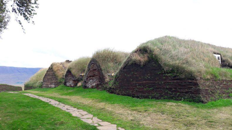 Grassodenhäuser beim Freilichtmuseum Glaumbaer