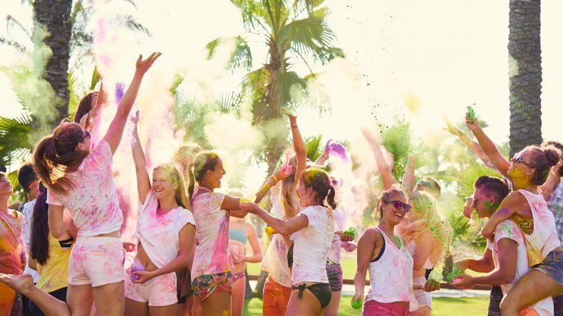 Genauso wie das Teens Holi Festival