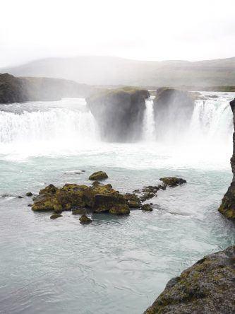 Goðafoss ist einer der bekanntesten Wasserfälle bei Akureyri