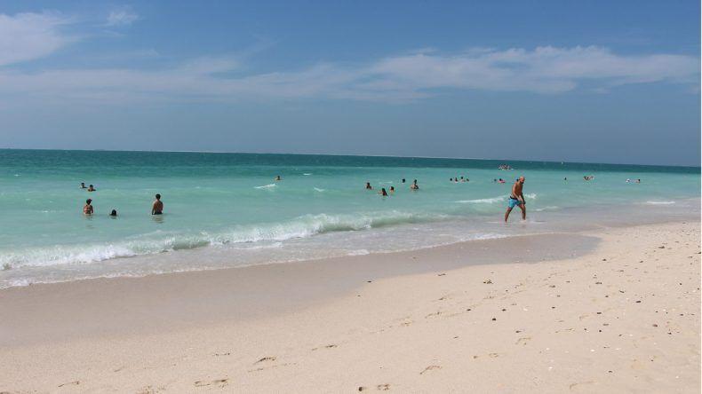 Türkisblaues Meer und feinster Sandstrand am Kite Beach