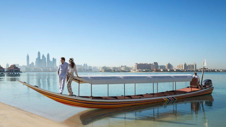 Mit dem Longtail Boot zum Luxusresort: Das Anantara The Palm liegt direkt auf der künstlich angelegten Insel