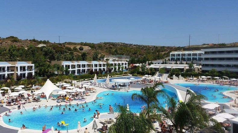 Der Pool des Princess Andriana Resort & Spa