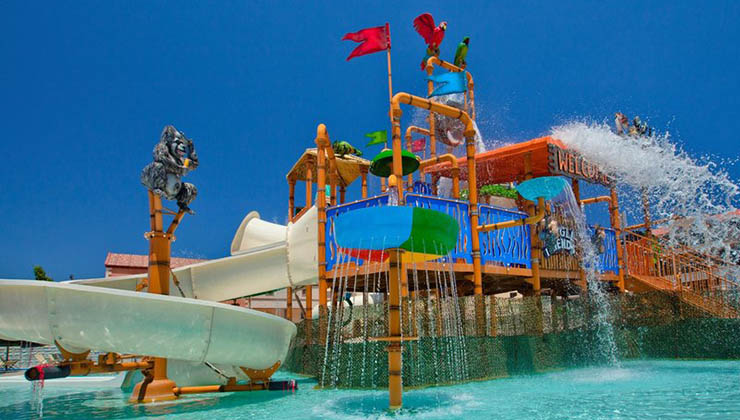 Kinderpool im TUI BLUE Atlantica Aegean Blue