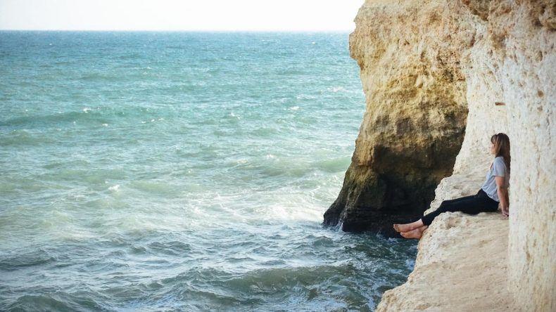 Hier könnte man stundenlang sitzen bleiben - der kleine Balkon, von dem aus man bei ruhigem Seegang auch ins Meer springen kann